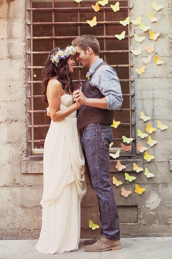 wedding-butterfly-backdrop-hippie-_-glitterweddings.com_