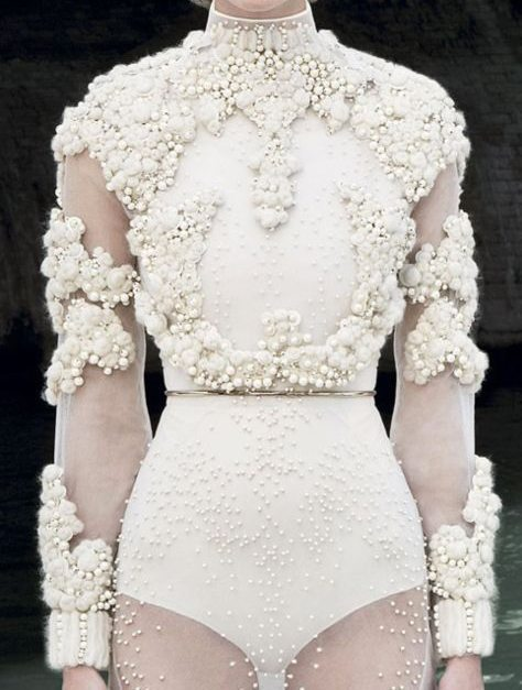 17-Givenchy-Haute-Couture-_-Wedding