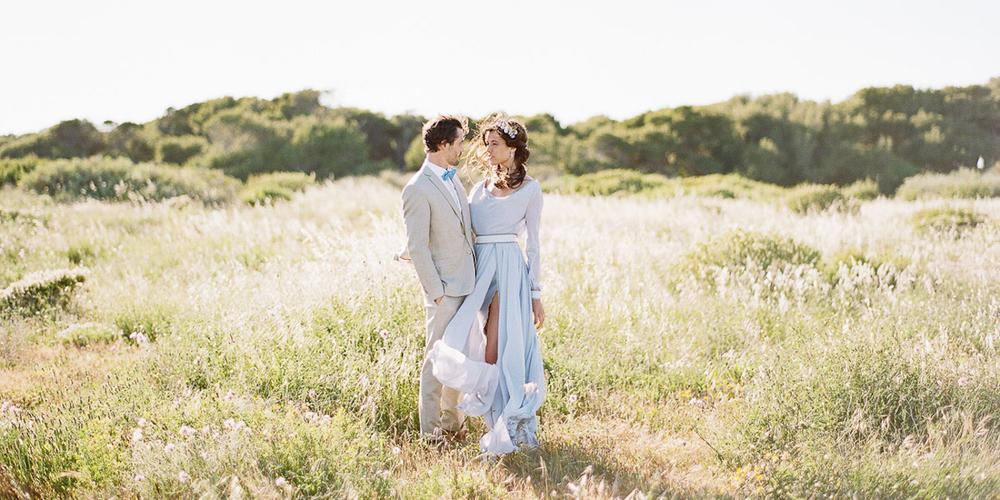 Un mariage bleu au bord de l'eau