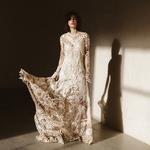Le clair obscur, une robe théatrâle, c'est notre inspiration du jour qui rend hommage à Carmen, cette femme forte, téméraire et sensuelle 💃 Olé ! 👉🏻 lien dans la story 📷 : @lafemmegribouillage
