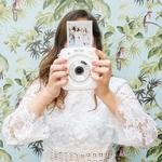 Vous savez ce qui vous donnera des photos pleine de joie 👰😄 le jour de votre mariage? Un photobooth où vos invités n'ont pas peur de l'objectif, où ils s'amusent !Et pour ça rien de tel queles photos instantanées 📸 ! On organise donc pour vous, un super atelier DIY avec @fujifilmfr, roiincontesté de la photo instantanée !On vous donne rendez-vous dimanche 18 mars, dans notre Studio du 11ème arrondissement de Paris, pour apprendre à réaliser des accessoires pour votre photoboothdont tout le monde se souviendra, le jour de votre mariage. 👉Lien dans la story pour réserver votre place