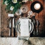 Et vous pour la vaisselle, vous avez opté pour quoi ? 🍽️ Vous êtes toujours en quête du détail ou de la déco qui fera la différence lors de votre repas de mariage ? Pourquoi ne pas miser sur une jolie vaisselle rétro comme on les aime ! 😍⠀ ⠀ 👉 tous les détails dans notre story (cliquez sur notre pp)⠀