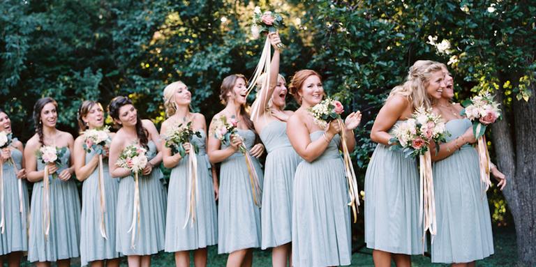 Mamamia, les mariés désirent pour leur mariage un dress code bleu !