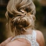 Le diadème digne d'une princesse Disney, trop Bling bling pour vous ? 👑 ⠀ ⠀ Et si vous complétiez votre coiffure d'une ravissante barrette ou encore d'une jolie couronne de fleurs, ça apportera beaucoup de charme à votre coiffure et ça nos créateurs d'accessoires ne vous diront pas le contraire ! 😍⠀ ⠀ 👉✨ Cliquez sur la story pour plus de détails⠀⠀ ⠀⠀ 📷 : @anais_bizet_photographie⠀ ⠀⠀ — 🌿🌿🌿🌿🌿🌿🌿🌿—⠀⠀ ⠀⠀ ⠀ #unbeaujour #inspirationmariage #bridetobe #mariee2019 #mariagefrance⠀