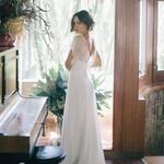 ✨👰 Si vous avez en tête de trouver une robe bohème pour votre mariage, ne perdez pas de temps, la nouvelle collection de Christina Sfez se veut résolument bohème avec des coupes vaporeuses et des dos plongeant à tomber ! 💖⠀ ⠀ 👉✨ Cliquez sur notre pp pour plus de détails dans la story⠀ ⠀ 📷 : @lalovenenoso⠀ 👰 : robe @christinasfez, les boucles d'oreilles acetate et or @epi_swim, les bagues et le collier or @ilikeithereclub , les couronnes et boucles d'oreilles en osier @verbenamadrid et le body @christina sfez x @lingerielanouvelle⠀ 💄 : @anacanomakeup⠀ 👩: @tirsavdeparga⠀ D.A : @debsfez⠀ ⠀ ⠀ — 🌿🌿🌿🌿🌿🌿🌿🌿—⠀ ⠀ #christinasfez #unbeaujour #bridetobe #surmesure #frenchwedding #bohowedding