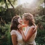 Pendant les photos de couple vous vous sentirez dans votre bulle avec votre moitié, vous en oublierez même la présence du photographe ❤️ne faites jamais l'impasse sur les photos de couple le jour J c'est toujours un moment magique ✨⠀ ⠀ 📸✨@immaclenovias⠀ ⠀ #lesmaries #lesmariees #mariagebucolique #mariageboheme #mariageboho