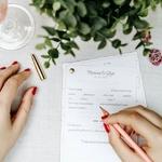 ✍🏻✨Des invités inspirés pour écrire de beaux messages, le jour du mariage ? ⠀ ⠀ 👰Finis les voeux planplan et les messages sans imagination :-p⠀ ⠀ Avouez, vous le connaissez bien : le manque d'inspiration total de l'invité au moment de remplir le livre d'or à un mariage.⠀ ⠀ Oui, mais pas question que ça se passe comme ça pour le vôtre (où celui de votre meilleure amie), ahah !⠀ ⠀ Vous rêvez que les invités écrivent des choses inattendues : confidences rigolotes, touchantes ou surprenantes… pour vous permettre de garder une trace unique de ce jour si particulier.⠀ ⠀ Oui mais voilà : tout le monde n'a pas l'humour d'un Pierre Dac, ni la plume d'un Cyrano de Bergerac 😉⠀Notre petit questionnaire confidences est fait pour ça ! ⠀ — 🌿🌿🌿🌿🌿🌿🌿🌿— ⠀ ⠀ #unbeaujour #diymariage #inspirationmariage #mariage2019